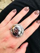 <b>LES PÉTILLANTES</b><br /><b>BAGUE CAPSULE</b><br />Champagne is always a good idea<br />
